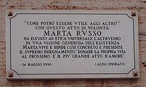 La lapide affissa sul vialetto dell'Università dove è caduta Marta Russo