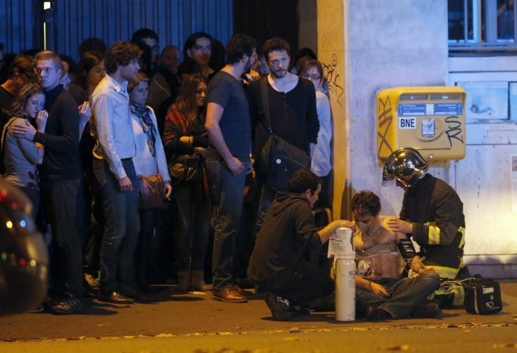 Una scena del massacro di Parigi